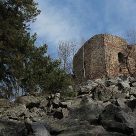 Zřícenina hradu Valdek a jeho kamenné moře