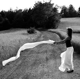 Dívka a šátek
