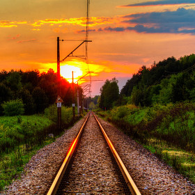 Západ slunce nad kolejema