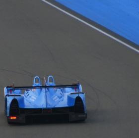 Nissan s levým zadním