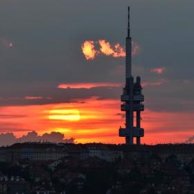 Žižkovská věž při západu slunce