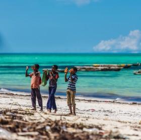 Plážoví prodejci - Zanzibar