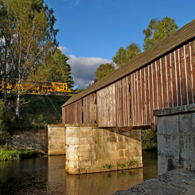 Krytý dřevěný most u Lenory (Šumava). Snímek je z r. 2011 - tedy ještě před rekonstrukcí mostu (2015).