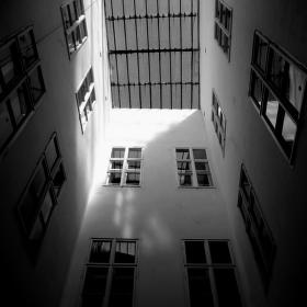 Z oken do oken