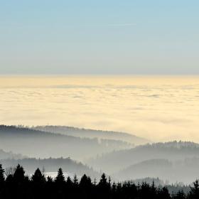 nad mrakama a mlhovinou