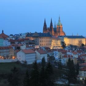 Stmívání nad pražským hradem