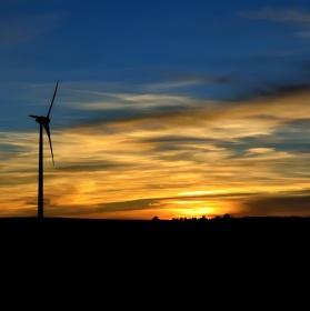 Západovka s větrníky