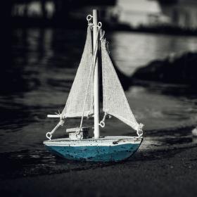 Všechny lodě plují ke břehům...