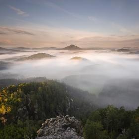 Mlžné ráno v Českém Švýcarsku