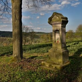 U zapomenutého pomníku