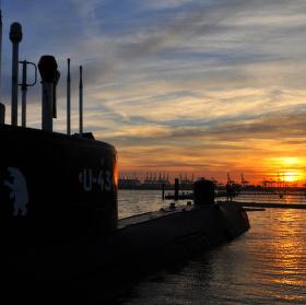 Ponorka v přístavu