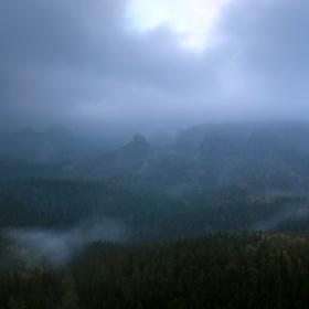 Díra v oblacích