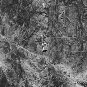Lanovka na Lomnický Štít a lana okolo ní