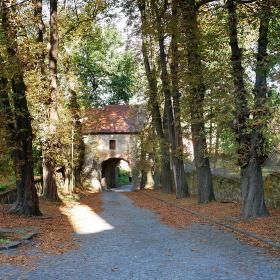Vstupní brána do kláštera Hronský Beňadik