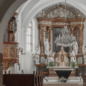 Oltář farního kostela Sv. Jana Křtitele