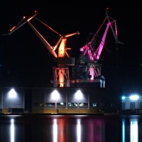 Lighting Giants - Pula