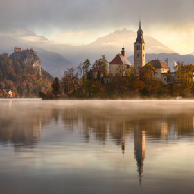 Mlhavé ráno u Bledu