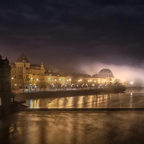 Mlha nad řekou.