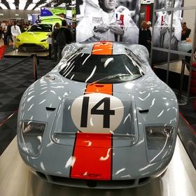 Ženevský autosalon a Steve McQueenův Ford GT40 z filmu Le Mans