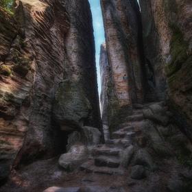 Mezi skalami IV