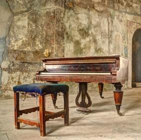 Opuštěný klavír...