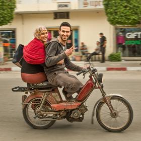 Když si báječnou ženskou vezme báječnej chlap ... k sobě na motorku .