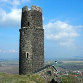 Hazmburk - oválná černá věž