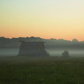 Mlhavé ráno u skanzenu