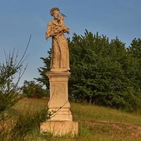 Socha sv. Antonína Paduánského na vřesovištích mezi obcemi Popice a Havraníky