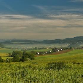 Údolí v Podkrkonoší.