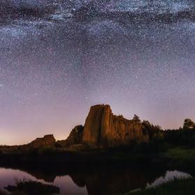 Noční obloha nad Panskou skálou