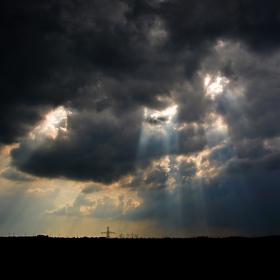 Když paprsky protrhnou oblohu..
