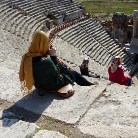 Turecko - Hierapolis - Děvčata, no tak, kuk, vyletí ptáček ...
