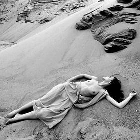 V písku