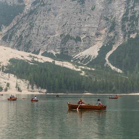 Výletníci na Lago di Braies