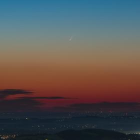 Kometa při úsvitu