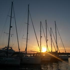 První západ slunce v letošní marině Murter