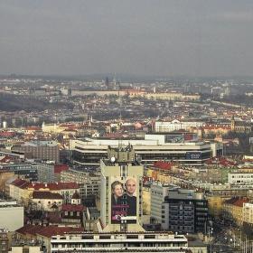 Pohled ze střechy Empiria (104 m) na Kongresové centrum