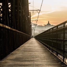 Železniční most po východu