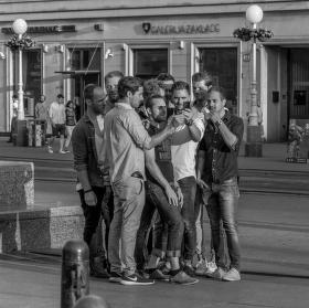 Chlapci spravíme si jednu selfie
