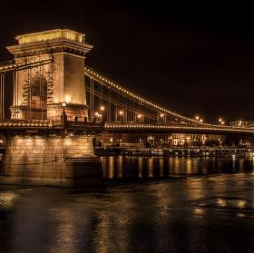 Lávka přes Dunaj