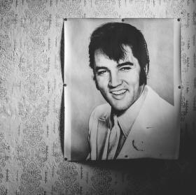 Starý dům a nestárnoucí Elvis