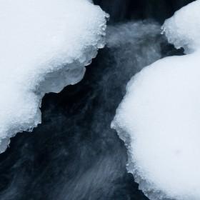 Led v potoce