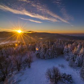 Východ slunce nad Beskydami