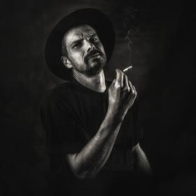 Další ze série portrétů umělců - pokračování Šporgyho kouřové pauzy