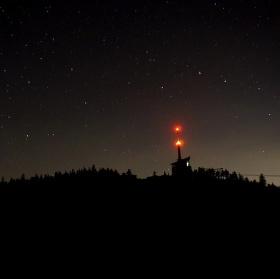 Lysá hora v záři hvězd