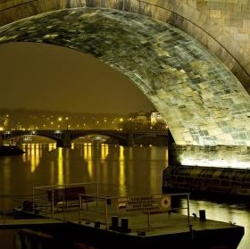 Praha pod mostem