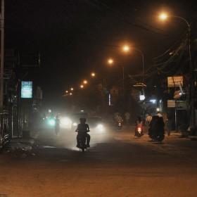 Prašná večerní ulice