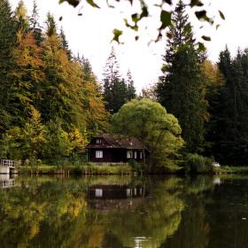 Jezero v údolí Jezerné