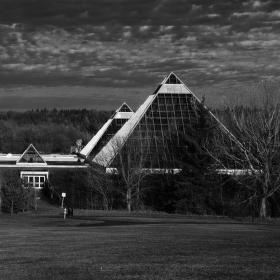 pyramidy před bouří